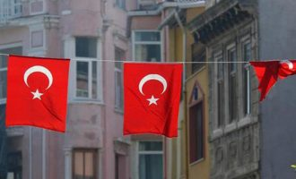 Ηχηρό «χαστούκι» Fitch σε Ερντογάν: Υποβαθμίζει την τουρκική οικονομία