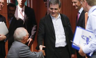Τσακαλώτος στο Spiegel: Ο Σόιμπλε δεν θέλει χρεοκοπία της Ελλάδας