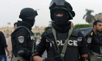 Στη Δικαιοσύνη έξι Αιγύπτιοι αστυνομικοί με την κατηγορία ότι βασάνισαν κλεφτρόνι μέχρι θανάτου