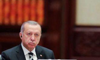 Τηλεφωνικές υποκλοπές «καίνε» τον Ερντογάν – Τι αποκαλύπτει το Spiegel