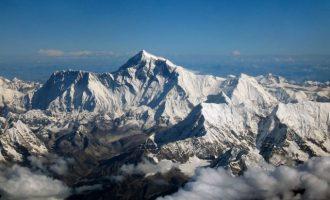 Κρούσμα κορωνοϊού στο Έβερεστ – Πώς κόλλησε ορειβάτης