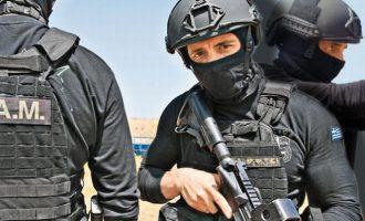 Σε «οχυρό» προστατεύονται οι «8» Τούρκοι αξιωματικοί – Ελεύθεροι σκοπευτές τους φυλάνε