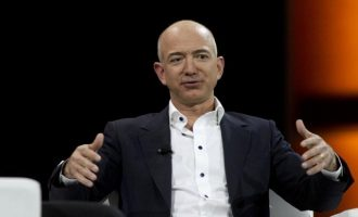 Ο πλουσιότερος άνθρωπος του κόσμου έχασε 9 δισ. δολάρια σε μια ημέρα