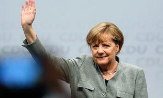 Spiegel: Η εξουσία έχει γίνει αυτοσκοπός για τη Μέρκελ – Έχει κολλήσει στην καρέκλα