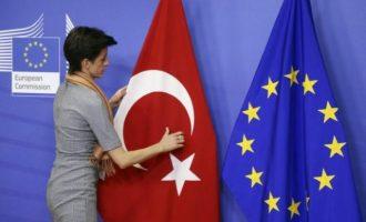 «Διαρροή» στο Bloomberg: Η ΕΕ άρχισε το «ξύλο» στην Τουρκία – Τι αναφέρει το «προσχέδιο»