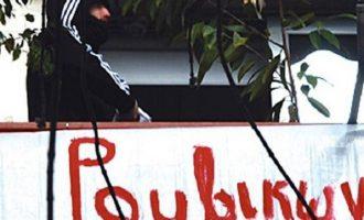 Εισβολή μελών του Ρουβίκωνα στα γραφεία της «Turkish Airlines», στον Άλιμο