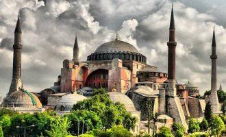 ΣΥΡΙΖΑ: Η αλλοπρόσαλλη εξωτερική πολιτική του κ. Μητσοτάκη συνέβαλε στη μετατροπή της Αγίας Σοφίας σε τζαμί