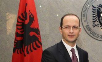 H Αλβανία απελαύνει δύο Ρώσους διπλωμάτες