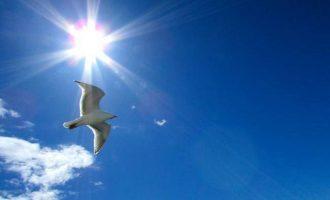 «Μίνι» καύσωνας την Τρίτη – Θερμοκρασία σε υψηλά για την εποχή επίπεδα