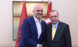 Ο Ερντογάν χειρίζεται την Αλβανία ως νεοθωμανικό βιλαέτι