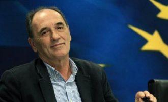 Σταθάκης: Η ανάπτυξη στην Ελλάδα επέστρεψε – Υψηλές ταχύτητες στις εξαγωγές