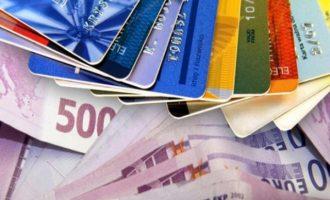Δείτε πόσα δισ. ευρώ ξόδεψαν οι Έλληνες το 2017 με πιστωτικές και χρεωστικές κάρτες