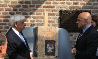 """""""Φόρος τιμής"""" στον Ρήγα Φεραίο από τον Παυλόπουλο κατά την επίσκεψη στο Βελιγράδι"""