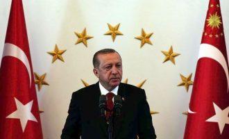 Το… «χάνει» ο Ερντογάν – Επιτέθηκε στην ΕΕ επειδή δάνεισε 400 δισ. στην Ελλάδα, έβρισε τους Κούρδους και απήγγειλε ποίηση