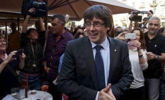 """Πουτζντεμόν: Θα μιλήσει από τις Βρυξέλλες, αλλά """"δεν εγκαταλείπει την Ισπανία"""""""