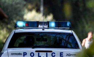 Θεσσαλονίκη: Μπήκαν με τα όπλα σε κατάστημα ψιλικών και άνοιξαν πυρ – Τρεις τραυματίες