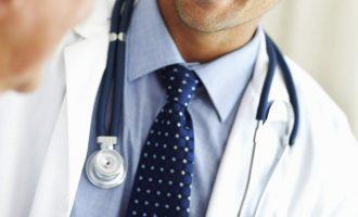 Καταγγελίες γιατρών: Μειώνουν την αμοιβή για τις εφημερίες εν μέσω πανδημίας