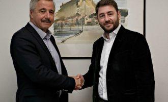 O Mανιάτης στηρίζει Ανδρουλάκη για αρχηγό της Κεντροαριστεράς