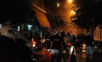 Επιθέσεις με μολότοφ εναντίον των ΜΑΤ γύρω από το Πολυτεχνείο