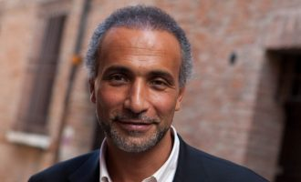 Σε άδεια από την Οξφόρδη ο ισλαμολόγος Ταρίκ Ραμαντάν μετά τις κατηγορίες για βιασμούς