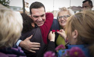 """""""Μπλόκο"""" με… λουλούδια στη Θράκη για τον Τσίπρα – Το """"ευχαριστώ"""" μίας γυναίκας"""