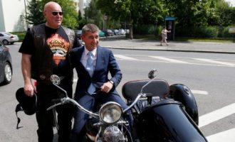 """Μεγιστάνας Μπάμπις: Αναλαμβάνει επισήμως το """"τιμόνι"""" της Τσεχίας"""