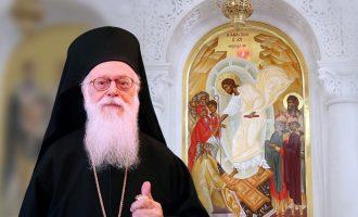 Την αλβανική υπηκοότητα απέκτησε ο Αρχιεπίσκοπος Αναστάσιος – Τα εύσημα από Κοτζιά