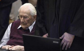 """Στη φυλακή ο """"λογιστής του Άουσβιτς"""" που μετρούσε τα χρήματα 300.000 θυμάτων των ναζιστών"""