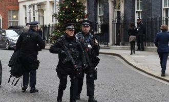 Συνελήφθησαν δύο Άραβες που κατηγορούνται ότι σχεδίαζαν τη δολοφονία της Τερέζα Μέι