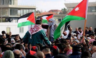 """Οργή σε Τυνησία- Ιορδανία: """"Όχι αμερικανική πρεσβεία στο ιορδανικό έδαφος- Θάνατος στο Ισραήλ"""""""