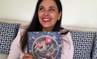Ελληνοαυστραλέζα έκανε βιβλίο την «Ελληνική Ζωή» και σαρώνει τα βραβεία παγκοσμίως