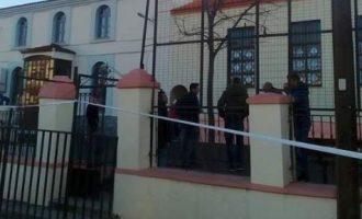 Οι σαρωτικοί έλεγχοι της φρουράς Ερντογάν στο τζαμί Κιρ Μαχαλέ στην Κομοτηνή (φωτο)