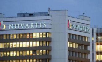 «Κάνουν τη θέση τους ακόμα πιο βαριά κι από τις βαλίτσες της Novartis» – «Αγκαλιά» με Σαμαρά ο Μητσοτάκης