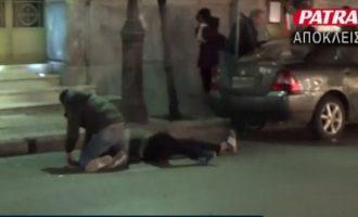 Σοκ στην Πάτρα: Απόπειρα αυτοκτονίας μετανάστη μπροστά στην κάμερα – Περαστικός τον σώζει! (βίντεο)