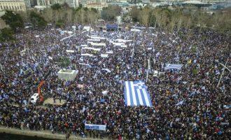 Περί τους 90.000 οι συμμετέχοντες στο συλλαλητήριο που άρχισε και τελείωσε με τον Εθνικό Ύμνο