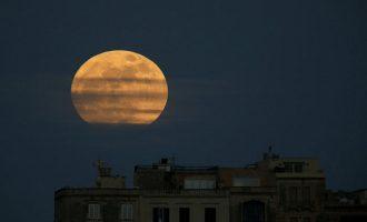 Το βράδυ της Πρωτοχρονιάς θα απολαύσουμε το πιο μεγάλο και φωτεινό φεγγάρι όλου του 2018!