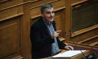 "Tσακαλώτος: Το πολυνομοσχέδιο δεν περιλαμβάνει νέα μέτρα – ""Εμείς δεν πουλάμε φούμαρα"""