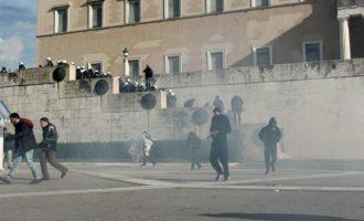 Επεισόδια έξω από τη Βουλή μετά την πορεία του ΠΑΜΕ