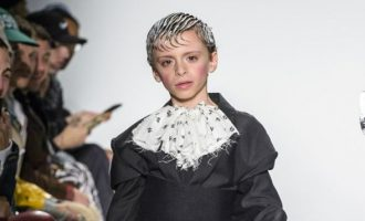 Παιδί drag εμφανίζεται για πρώτη φορά σε πασαρέλα (φωτο)