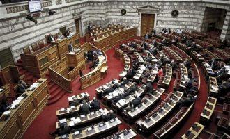 """""""Μπάχαλο"""" στη Βουλή για το συλλαλητήριο – Ρεσιτάλ μίσους από τη Χρυσή Αυγή"""