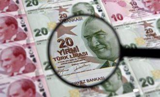 Σε κακά χάλια η τουρκική οικονομία – Νέα «βουτιά» έκανε η λίρα