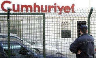 Φυλάκιση μέχρι 15 χρόνια σε 13 στελέχη της Cumhuriyet για το τουρκικό πραξικόπημα