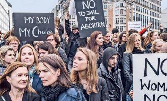 Ιστορικό δημοψήφισμα για την νομιμοποίηση των αμβλώσεων στην Ιρλανδία