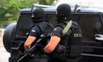 Europol και Αντιτρομοκρατική συνέλαβαν στην Αθήνα μέλη αντιεξουσιαστικής οργάνωσης με έδρα το Βερολίνο