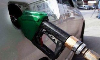 Επιβάτης λεωφορείου ήπιε βενζίνη από την αντλία καυσίμων
