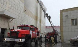 """Τραγωδία στη Ρωσία: 41 παιδιά κάηκαν στο εμπορικό κέντρο – Για """"εγκληματική αμέλεια"""" κάνουν λόγο οι Αρχές"""