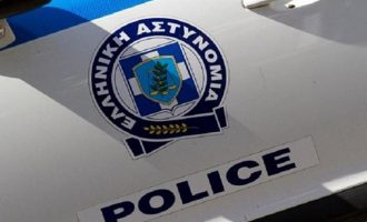 Δολοφονία στο κέντρο της Αθήνας: Του έκοψε τον λαιμό στη μέση του δρόμου