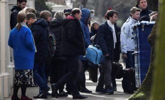 Οι 23 Ρώσοι διπλωμάτες τα μαζεύουν και φεύγουν από Λονδίνο