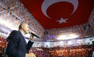 Ο Ερντογάν διακήρυξε ότι δεν τον δεσμεύουν τα «τεχνητά σύνορα» και ξεκινά για τη Μεγάλη Τουρκία