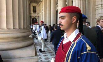 Δέος: Δείτε τους Εύζωνές μας στη Βουλή της Βικτώριας στην Αυστραλία (φωτο+βίντεο)